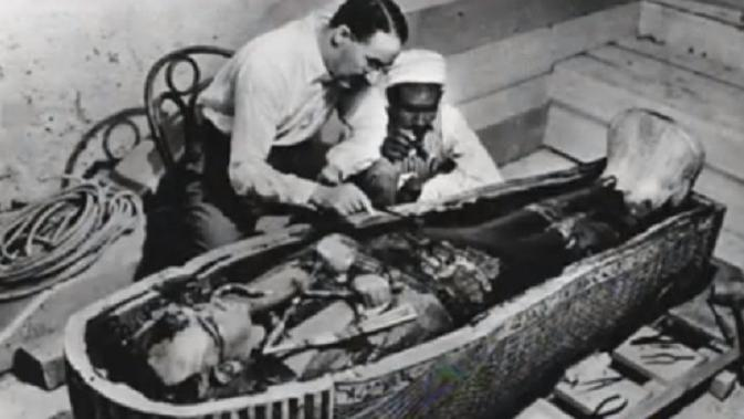Penemuan mumi King Tut di Kairo, Mesir, oleh arkeolog Inggris bernama Howard Carter pada 16 Februari 1923. (Screenshot)