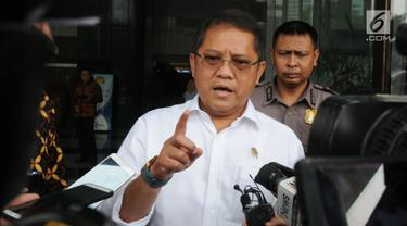 Menteri Komunikasi dan Informatika (Menkominfo) Rudiantara seusai menyambangi gedung KPK di Jakarta, Rabu (3/10). Menkominfo Rudiantara menyatakan kehadirannya untuk berdiskusi dengan KPK terkait barang bukti elektronik. (Merdeka.com/Dwi Narwoko)