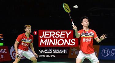 Berita video beragam jersey menarik pasangan bulutangkis Indonesia di nomor ganda putra, Marcus Gideon / Kevin Sanjaya, saat mereka bertanding.