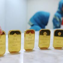 Sedangkan harga buyback emas atau pembelian kembali, naik Rp 1.000 menjadi Rp 525 ribu per gram, Jakarta, Senin (10/10). Itu artinya jika anda menjual emas, maka Antam akan membayar Rp 525 ribu per gram. (Liputan6.com/Angga Yuniar)