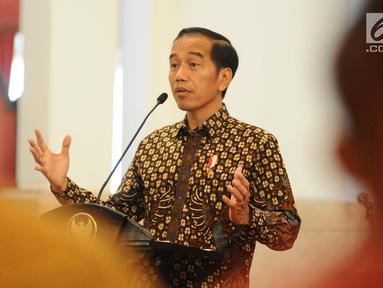 Presiden Joko Widodo memberikan pengarahan kepada para pendamping Program Keluarga Harapan (PKH) dalam Jambore Sumber Daya PKH di Istana Negara, Jakarta, Kamis (13/12). Jambore diikuti 598 peserta dari seluruh Indonesia. (Liputan6.com/Angga Yuniar)