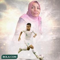 Timnas Indonesia - Evan Dimas dan Ibunya (Bola.com/Adreanus Titus)