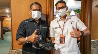 Sandiaga Uno Hadiahkan Sepatu Label Lokal Kesayangan untuk Staf Kemenparekraf