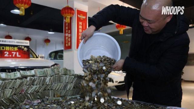 Bahkan mereka terpaksa menghabiskan waktu selama 12 jam untuk menghitung keseluruhan uang yang dibawa Guo.