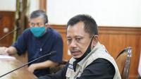 Konferensi pers perkembangan kasus virus corona baru yang memicu COVID-19 di Gedung Grahadi, Jumat (24/4/2020) (Foto: Liputan6.com/Dian Kurniawan)