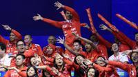 Anggota tim Uber Indonesia memberi dukungan kepada tim Indonesia yang sedang bertanding pada babak semifinal Piala Thomas 2016 di Kunshan, China, Jumat (20/5/2016). (PBSI)