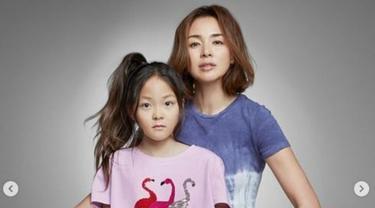 Bintang The Return of Superman Choo Sarang Jadi Model Fesyen Bareng Ibunya