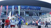 Suasana di depan Stadion Saint Petersburg, Rusia. (Bola.com/Okie Prabhowo)