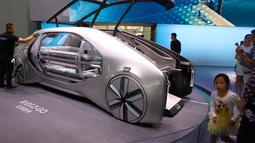 Tampilan mobil konsep Renault EZ-GO yang dipamerkan dalam Auto China 2018 di Beijing (26/4). (AP Photo/Ng Han Guan)