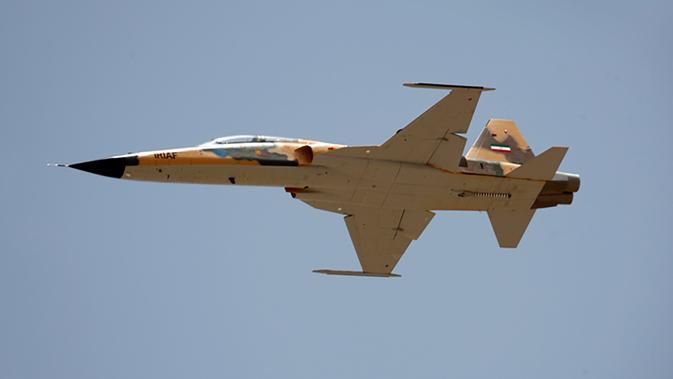 Gambar yang dirilis pada 21 Agustus 2018 menunjukkan pesawat jet tempur terbaru Iran buatan dalam negeri bernama Kowsar. Jet tempur itu mampu membawa berbagai jenis senjata dan digunakan untuk misi pendukung dari udara. (AFP/IRANIAN DEFENCE MINISTRY/HO)#source%3Dgooglier%2Ecom#https%3A%2F%2Fgooglier%2Ecom%2Fpage%2F%2F10000