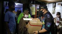 Jaga Protokol Kesehatan, Pemprov DKI Salurkan Bansos ke Rumah Warga