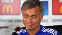 Salah satu ekspresi pelatih Chelsea Jose Mourinho, pada konferensi pers, di Stoke D'Abernon, 31 Juli 2015. (AFP PHOTO / GLYN KIRK)