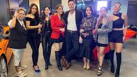 Helena Lim bersama para teman-teman artis