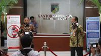 Mendagri, Tito Karnavian bersama Gubernur Sulteng, Longki Djanggola saat memberi keterangan pers di Kantor Gubernur Sulteng usai Rakor Kesiapan Pilkada Serentak tahun 2020, Jumat (17/7/2020). (Foto: Puspen Kemendagri).