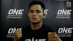 Atlet MMA, Stefer Rahardian, saat latihan bebas jelang laga One Championship di Syena Martial Arts, Jakarta, Rabu (16/1). Pertarungan tersebut akan berlangsung pada 19 Januari 2019 di Istora Senayan. (Bola.com/M Iqbal Ichsan)
