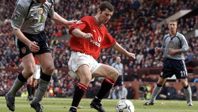Denis Irwin (450) - Irwin bermain sangat baik di sisi kiri skuat The Red Devils di bawah Sir Alex Ferguson. Pemain dari Irlandia ini 450 kali dimainkan selama 12 musim membela Manchester United. (AFP/Paul Barker)