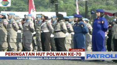 Hari Ulang Tahun ke-70, Polwan lakukan sejumlah atraksi di lapangan silang Monas, Jakarta.