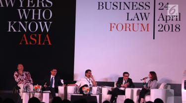 Suasana diskusi AHP Business Law Forum 2018 di Jakarta, Selasa (24/4). Diskusi ini membahas tentang penerapan hukum perdata dalam sistem peradilan di Indonesia yang dirasa jauh dari sempurna. (Liputan6.com/Angga Yuniar)