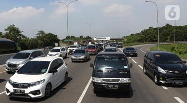 Kepadatan Jalan Tol Jakarta Cikampek Jelang Natal