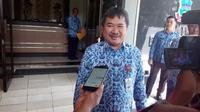 Bupati Garut Rudy Gunawan di depan kantornya Halaman Setda Garut (Liputan6.com/Jayadi Supriadin)