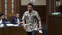 Terdakwa kasus dugaan suap jual beli jabatan di lingkungan Kemenag, M Romahurmuziy saat menjalani sidang lanjutan di Pengadilan Tipikor, Jakarta, Senin (23/9/2019). Sidang beragendakan pembacaan eksepsi yang dibacakan terdakwa dan penasehat hukum terdakwa. (Liputan6.com/Helmi Fithriansyah)