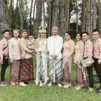 Hari bahagia Syahnaz Sadiqah dan Jeje Govinda akhirnya tiba juga. Sabtu (21/4/2018), Syahnaz telah resmi dipersunting sang kekasih. Pernikahan keduanya berlokasi di Pine Hill, bandung, Jawa Barat. (Foto: Instagram)