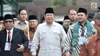 Calon presiden nomor urut 02 Prabowo Subianto (tengah) saat akan menghadiri Rakernas LDII di Pondok Gede, Jakarta, Kamis (11/10). Kehadiran Prabowo untuk memberi pembekalan dalam pertemuan anggota LDII se-Indonesia. (Merdeka.com/Iqbal Nugroho)