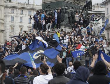 Euforia Suporter Inter Milan Raih Scudetto