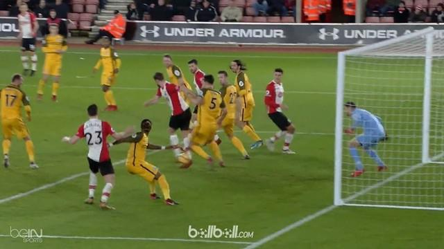 Berita video gol tumit Jack Stephens pada laga Southampton 1-1 Brighton di Premier League. This video presented by BallBall.