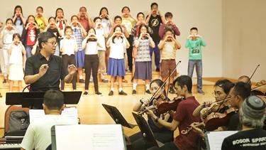 [Fimela] Orkestrasi Milenial Elfa Secioria Dalam Konser Simfoni Untuk Bangsa