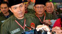 Perwiran menengah TNI AD Mayor Inf David Suardi mendaftar dalam Pilkada Kota Bengkulu tahun 2018 melalui jalur perseorangan (Liputan6.com/Yuliardi Hardjo)