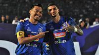 Dua bek Arema FC, Hamka Hamzah dan Arthur Cunha bisa absen saat menjamu Persipura Jayapura. (Bola.com/Iwan Setiawan)