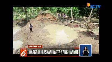 Banjir di desa tersebut terjadi akibat tanggul di kawasan tersebut jebol.