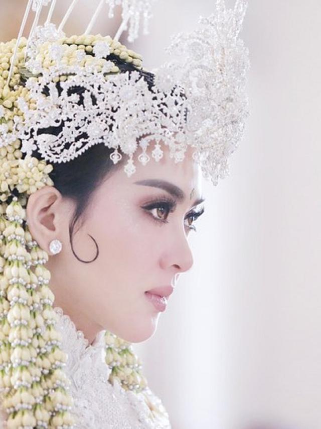 Pakai Siger Syahrini Bangga Bawa Tradisi Sunda Ke Negeri