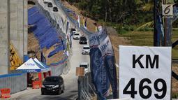 Kendaraan melintasi Tanjakan Kali Kenteng di jalan tol fungsional Salatiga-Boyolali, Jawa Tengah, Senin (18/6). Jalan tol ini akan dibukan selama 24 jam selama arus balik Lebaran 2018. (Liputan6.com/Gholib)