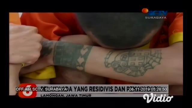 Sebanyak 10 orang pengedar narkoba berhasil ditangkap Satreskoba Polres Lamongan, Jawa Timur. Dari tangan para tersangka, polisi menyita barang bukti lebih dari 7000 pil berbahaya jenis dobel L dan karnopen, 10 gram sabu, dan sabu jenis baru berwarna...