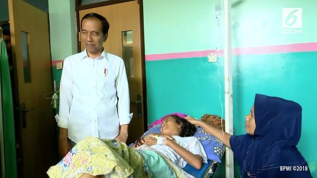 Presiden Joko Widodo meninjau lokasi korban bencana gelombang tsunami di Kecamatan Labuan, Kabupaten Pandeglang, Provinsi Banten, Senin, 24 Desember 2018.