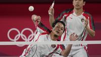 Gim kedua, Pasangan Ahsan/Hendra harus tertinggal dari pasangan Chinese Taipei. Skor menunjukkan 6-11 hingga interval gim kedua. Pasangan Lee/Wang terus tunjukkan permainan impresif mereka dan menutup pertandingan dengan skor 21-10. (Foto: AP/Dita Alangkara)