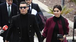 1. Cristiano Ronaldo - Pesepak bola yang baru saja berulang tahun ke 34 ini memiliki banyak kekasih. Kini Ronaldo sudah miliki 4 anak dari 3 wanita. (AFP/Pierre-Philippe Marcou)