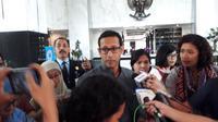 Pendiri Go-Jek, Nadiem Makarim bertemu dengan Menteri Keuangan (Menkeu), Sri Mulyani Indrawati di kantor Kementerian Keuangan (Kemenkeu), Jakarta, Selasa (7/11/2017). (Liputan6.com/Fiki Ariyanti)