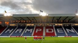 Pada tahun 1976 kondisi stadion ini cukup menghawatirkan karena stadion yang sudah tua dan kekurangan fasilitas seperti stadion modern lainnya di masa itu. Sehingga pada tahun 1991 dimulailah renovasi dan berakhir pada tahun 1999, dengan laga pertama final Piala Skotlandia. (Foto: AFP/Franck Fife)