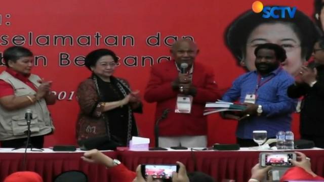 Program kerja politik Dedi Mulyadi yang hendak membangun Jawa Barat dengan menerapkan budaya gotong royong menarik perhatian PDIP.