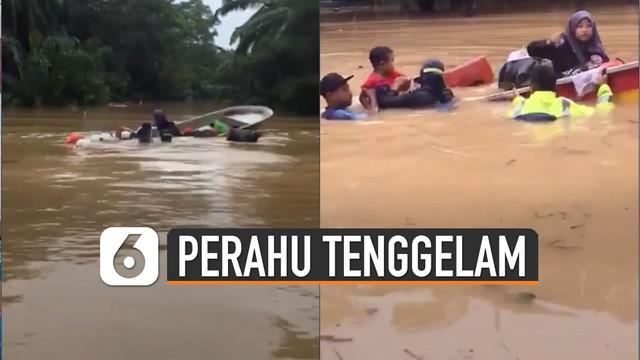 Warganet merekam tenggelamnya perahu evakuasi yang ditumpangi keluarga.