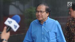 Mantan Menko Ekuin sekaligus Ketua KKSK periode 2000-2001, Rizal Ramli tiba memenuhi panggilan penyidik di Gedung KPK, Jakarta, Jumat(11/07/2019).  Rizal Ramli diperiksa sebagai saksi untuk tersangka Sjamsul Nursalim.  (merdeka.com/Dwi Narwoko)