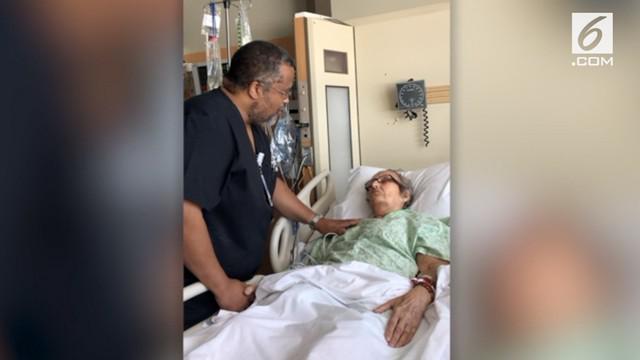 Kejadian mengharukan terjadi di Rumah Sakit Noland, Alabama. Seorang perawat bernama menyanyikan lagu favorit pasiennya sesaat sebelum dibawa pulang ke rumah.