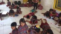 SD tersebut merupakan bekas sekolah Wakil Bupati Cirebon Tasiya Soemadi Al Gotas yang buron kini. (Liputan6.com/Panji Prayitno)
