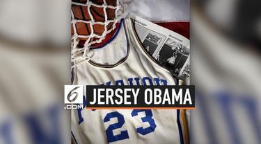 Jersey bola basket milik Mantan Presiden Amerika, Barack Obama terjual seharga sekitar Rp 1,7 miliar di balai lelang Dallas.