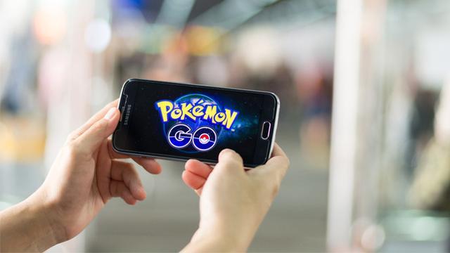 Gamers juga sering memakai smartphone untuk kebutuhannya bermain game.