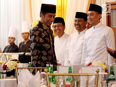 Presiden Joko Widodo dan Wapres Jusuf Kalla menghadiri acara buka puasa bersama dengan pimpinan dan anggota DPR di Rumah Dinas Ketua DPR Bambang Soesatyo, di Jalan Widya Chandra, Jakarta,  Senin (28/5).(Liputan6.com/Johan Tallo)