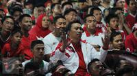 Menteri Pemuda dan Olahraga Imam Nahrawi saat menyaksikan nobar Final Piala AFF 2016 antara Indonesia melawan Thailand di  Kemenpora, Jakarta, (17/12). Dipertemuan pertama Timnas Indonesia unggul 2-1 atas Thailand. (Liputan6.com/Gempur M Surya)